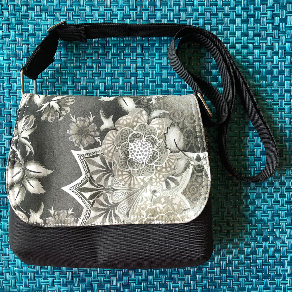 Itsy Bitsy Messenger Purse - Kaleidoscope Fabric