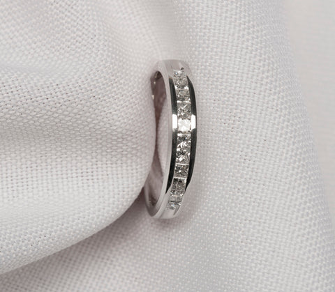 Sweet 18k White Gold Diamond Band Ring