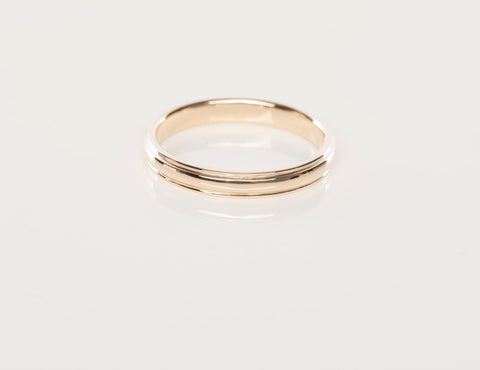 Sweet 14k Yellow Gold Grooved Band Ring