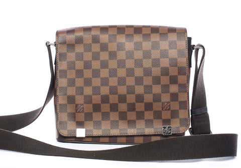 Authentic LOUIS VUITTON District PM Messenger Shoulder Bag