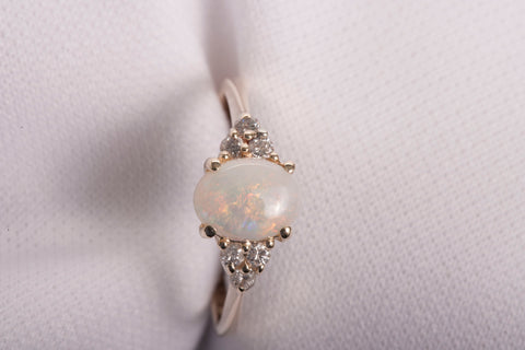 Gorgeous 14k Yellow Gold Opal and Diamond Ring Size 7