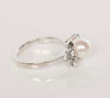 Diamond and Pearl Gold 18k White Gold Ring Size 6.5