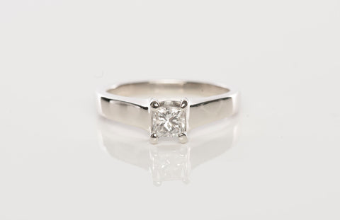 Beautiful 14K .35CT Princess Cut Diamond Solitaire Engagement Ring