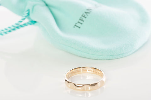 "Tiffany & Co 18K Gold Paloma Picasso ""Paloma's Groove"" 4mm Band Ring"