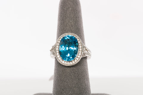 Beautiful Ladies Blue Topaz Ring