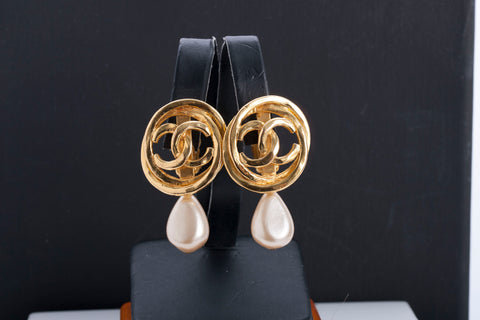 Authentic Vintage CHANEL Gold Plated Statement Pearl Earrings