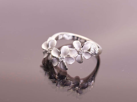 14k White Gold Plumeria Ring w/Diamonds SIze 6