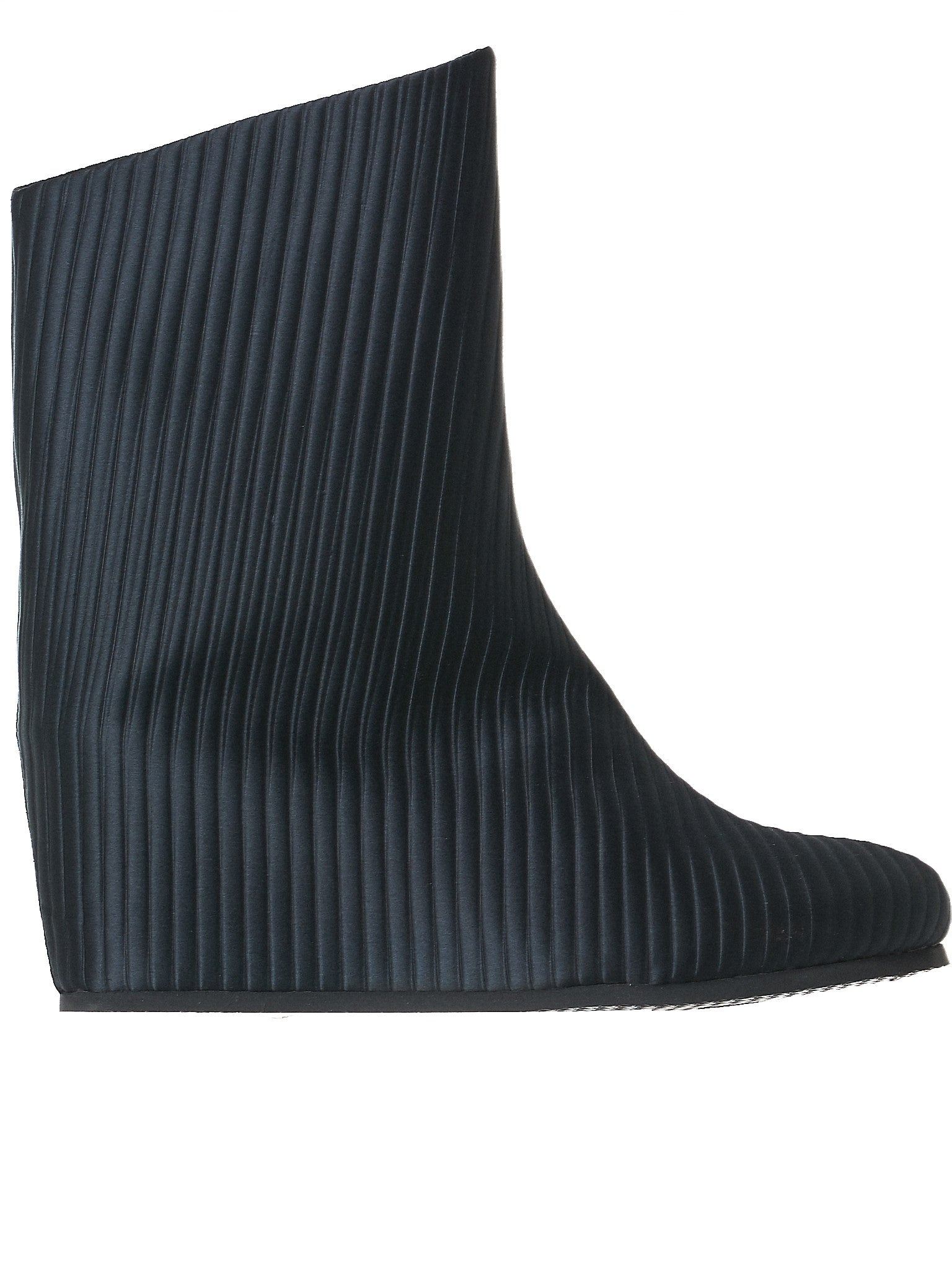Pleated Wedge Boots (FW17-OVER-WAVE-BLACK)