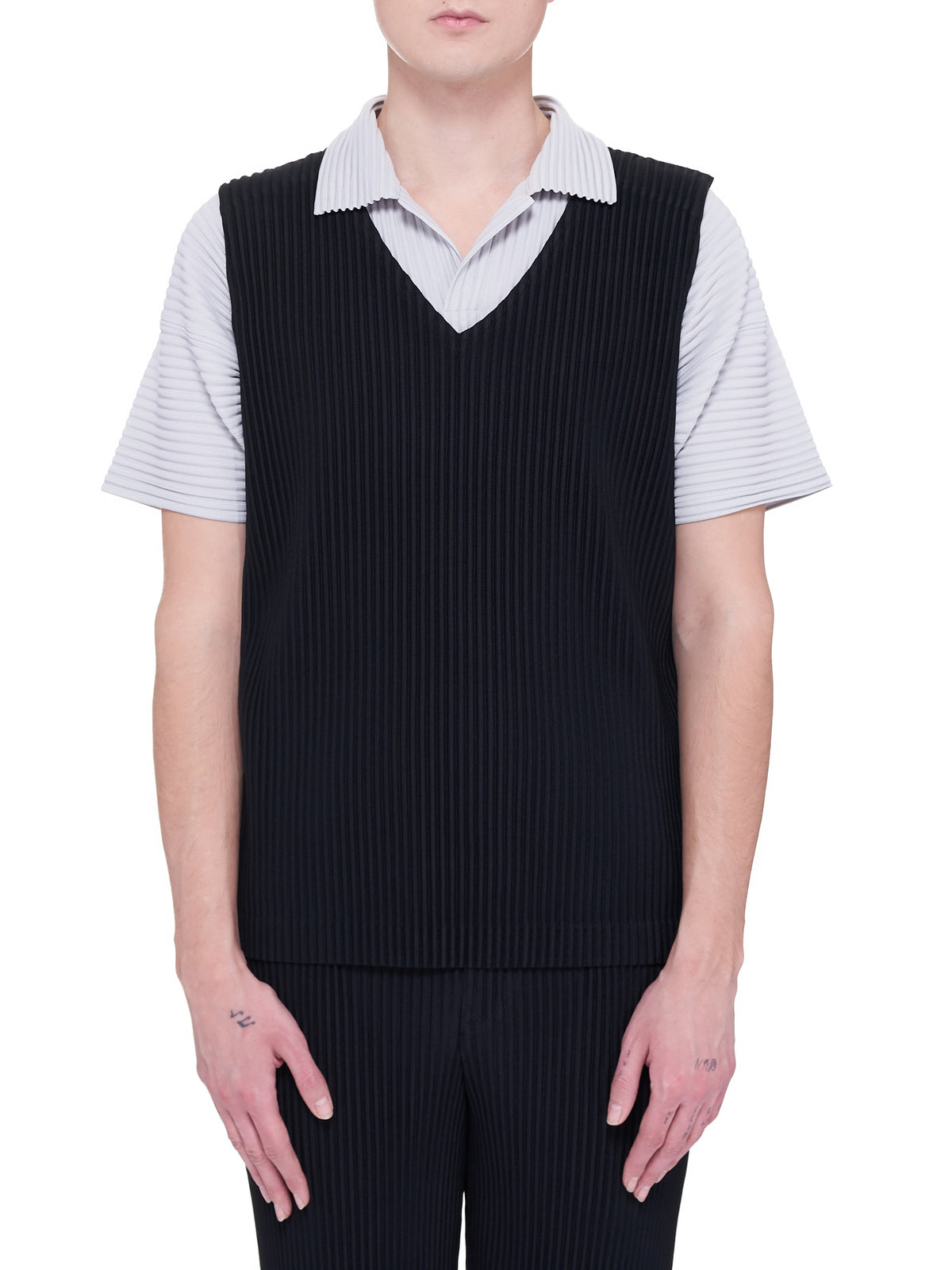 Pleated Vest (HP16JE010-BLACK-BLACK-WHITE)