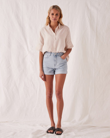 ROLLED HEM DENIM SHORT