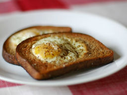 Healthy snacks: Egg in a nest