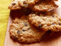 Heart Month, heart-healthy desserts, healthy oatmeal cookies