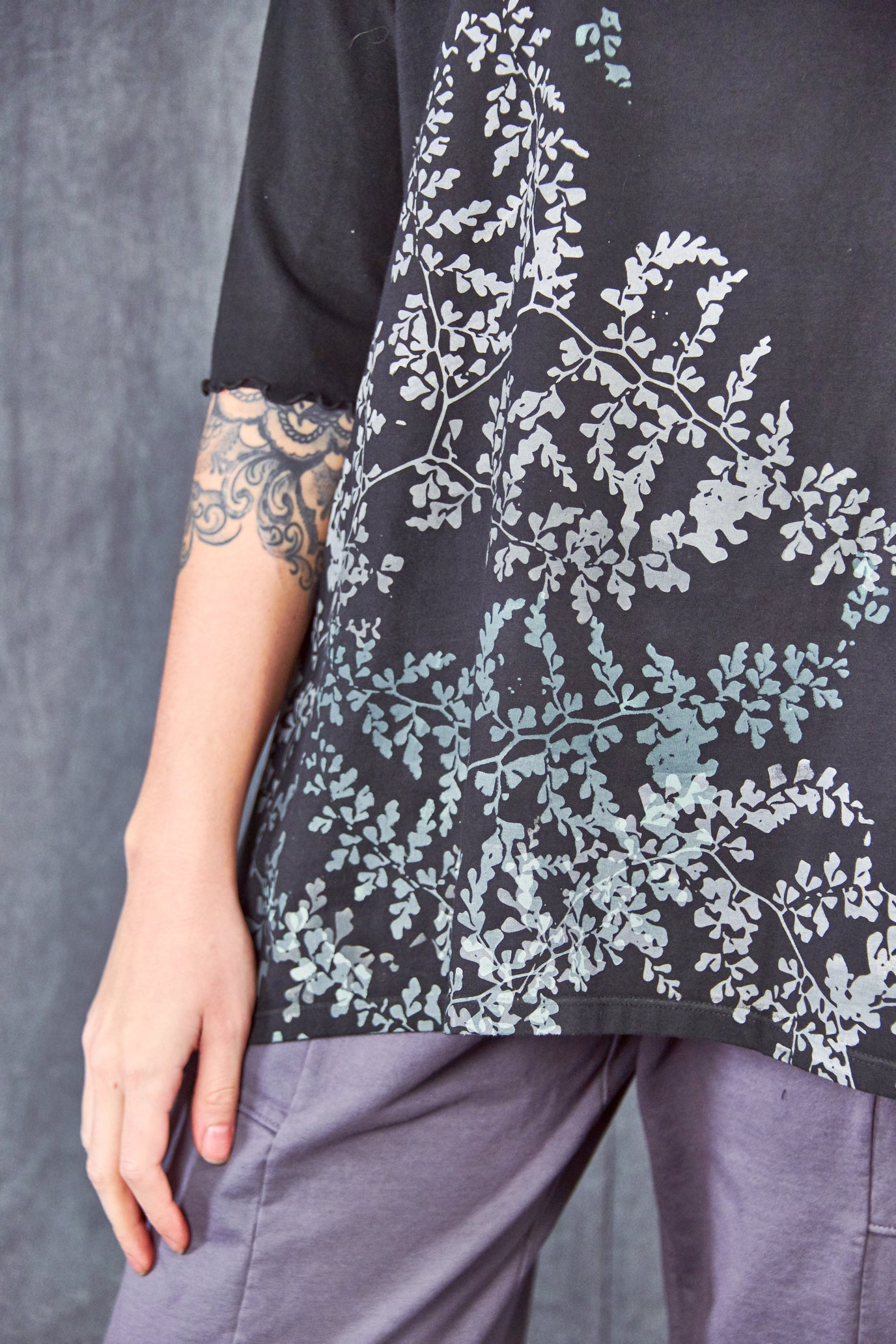 2139 Tree of Life Top Black Delicate Leaves-P