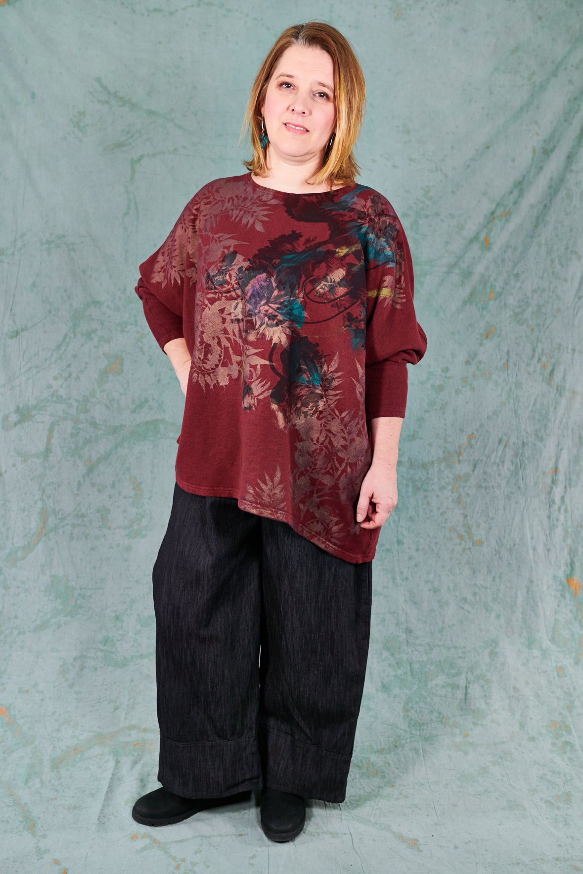 2304 Modern Sweatshirt-Capsicum-Antique Flowers