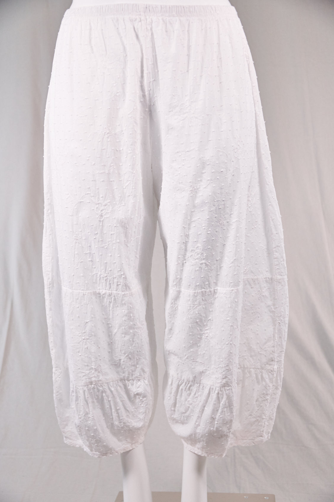 3224 Swiss Dot Meadow Pant-White-U