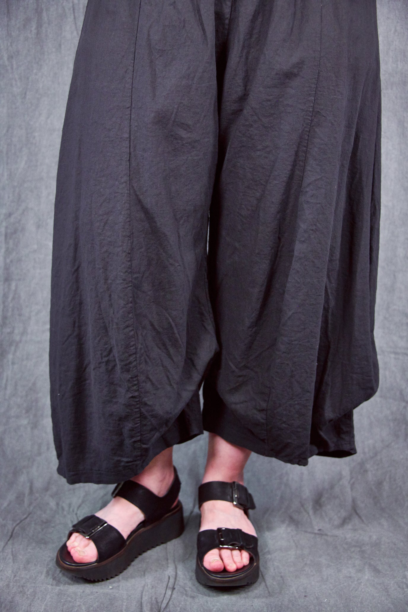 3296 Crop Linen Billow Pant Black-U