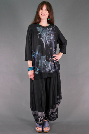 1567 City Tee Magpie Black-Abstract Storm