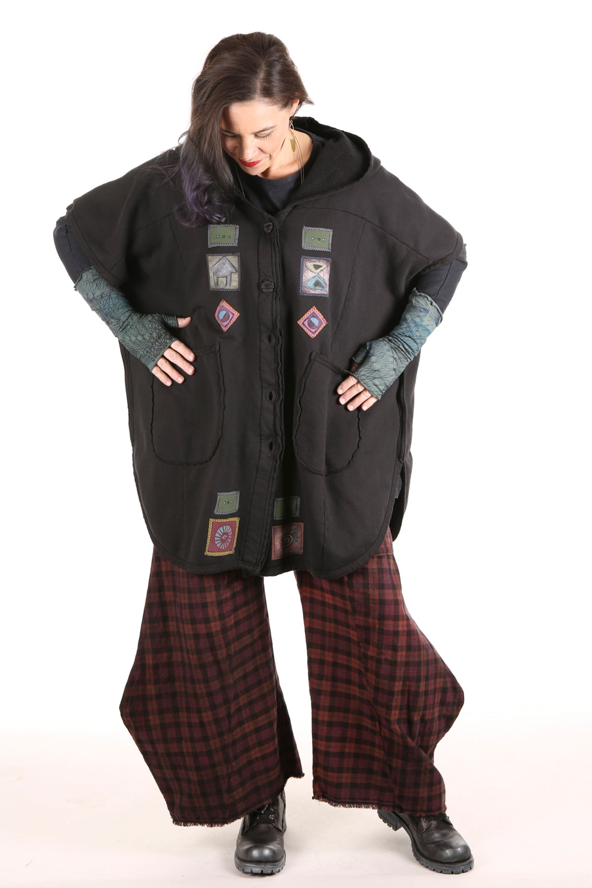 5258 Organic Sherpa Hooded Cape - Black- window/chair patched#2