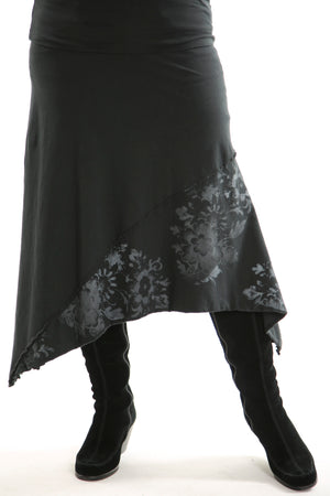 4130 Slant Layer Skirt Black Antique Floral