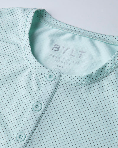 Henley Drop-Cut: LUX Microdot Sea Breeze/Charcoal