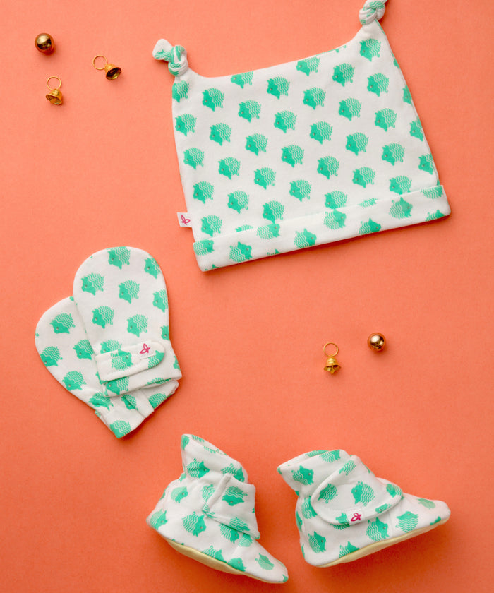 Little Piggy - Booties, Mittens & Cap Set