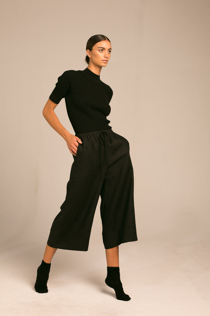Cropped wide leg pants / Black