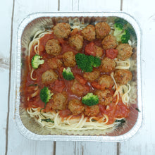 Load image into Gallery viewer, Spaghetti with Beef Meatballs Tomato and Herbs Sauce (Deliver Hot) - Ideal for 2 persons