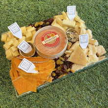 Load image into Gallery viewer, Premium Aged and Pungent Cheese Platter (1.2 kg)