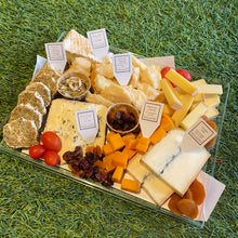 Load image into Gallery viewer, Deluxe Cheese Platter with 7 Cheeses - 1 Kilo