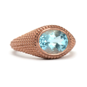 Nubia Oval Blue Topaz Rose Gold Ring Size 7US - MANARI.eu