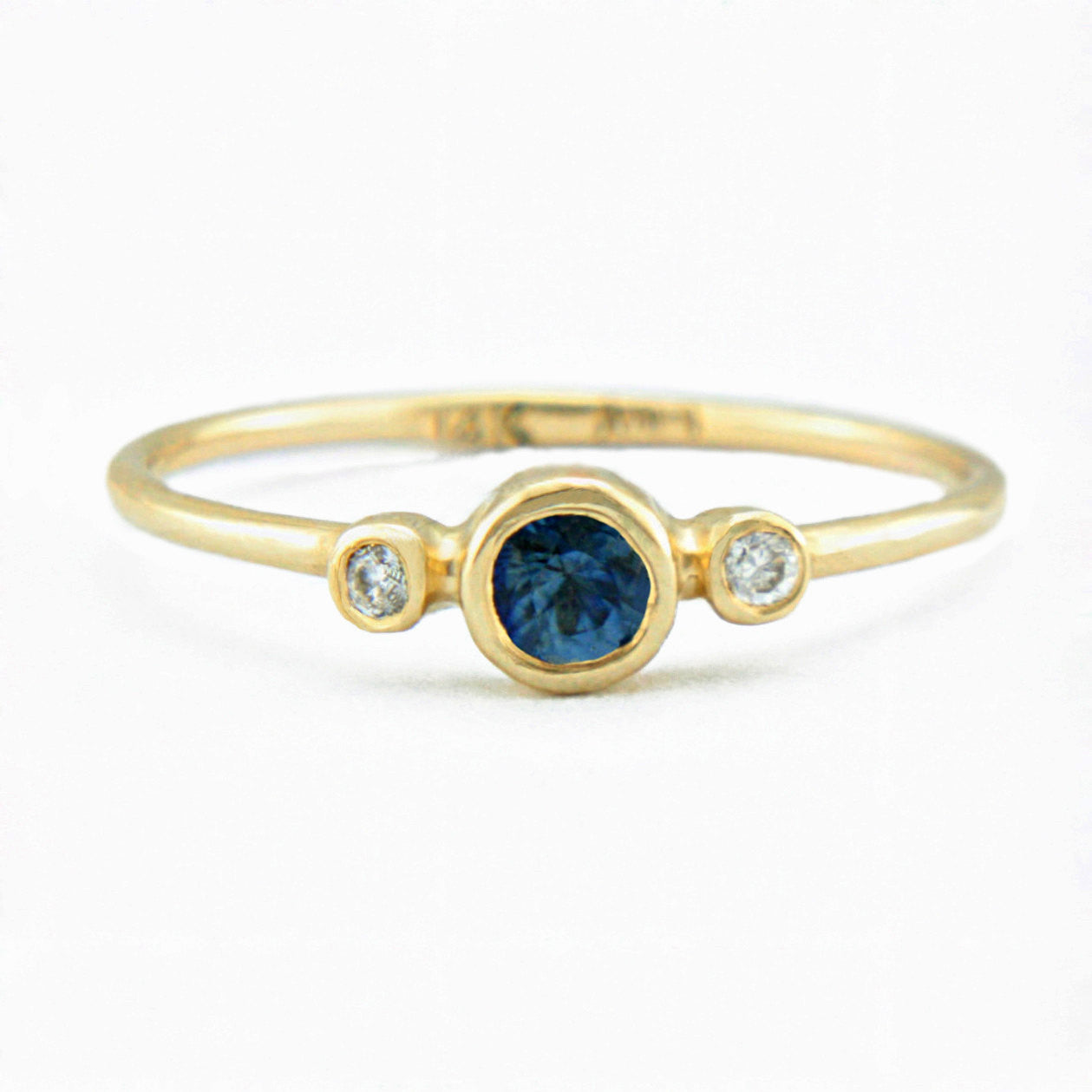 Blue Sapphire and Diamond Ring 14k Gold - Manari.eu