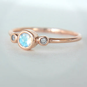 Moonstone and Diamond Ring 14k Gold - Manari.eu