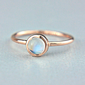 Moonstone cabochon 14k Gold Ring - Manari.eu