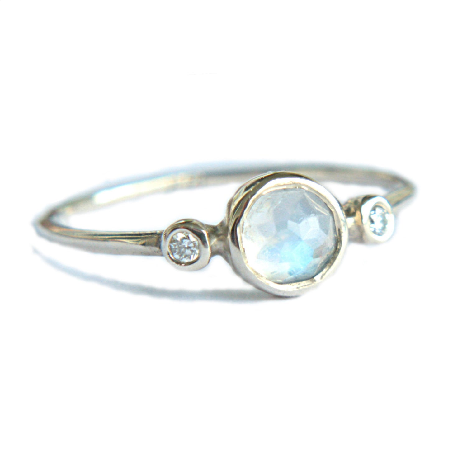 Rose Cut Moonstone and Diamond Ring 14k Gold - Manari.eu