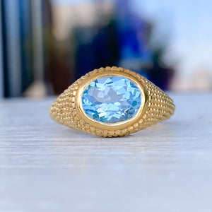 Nubia Oval Blue Topaz Yellow Gold Ring Size 7.5US - MANARI.eu