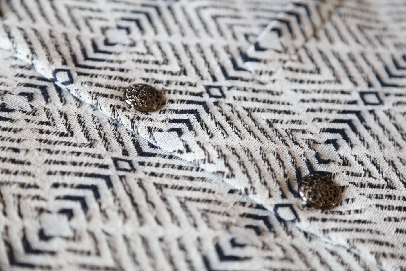 NAVY AND WHITE HERRINGBONE WOVEN BANDI