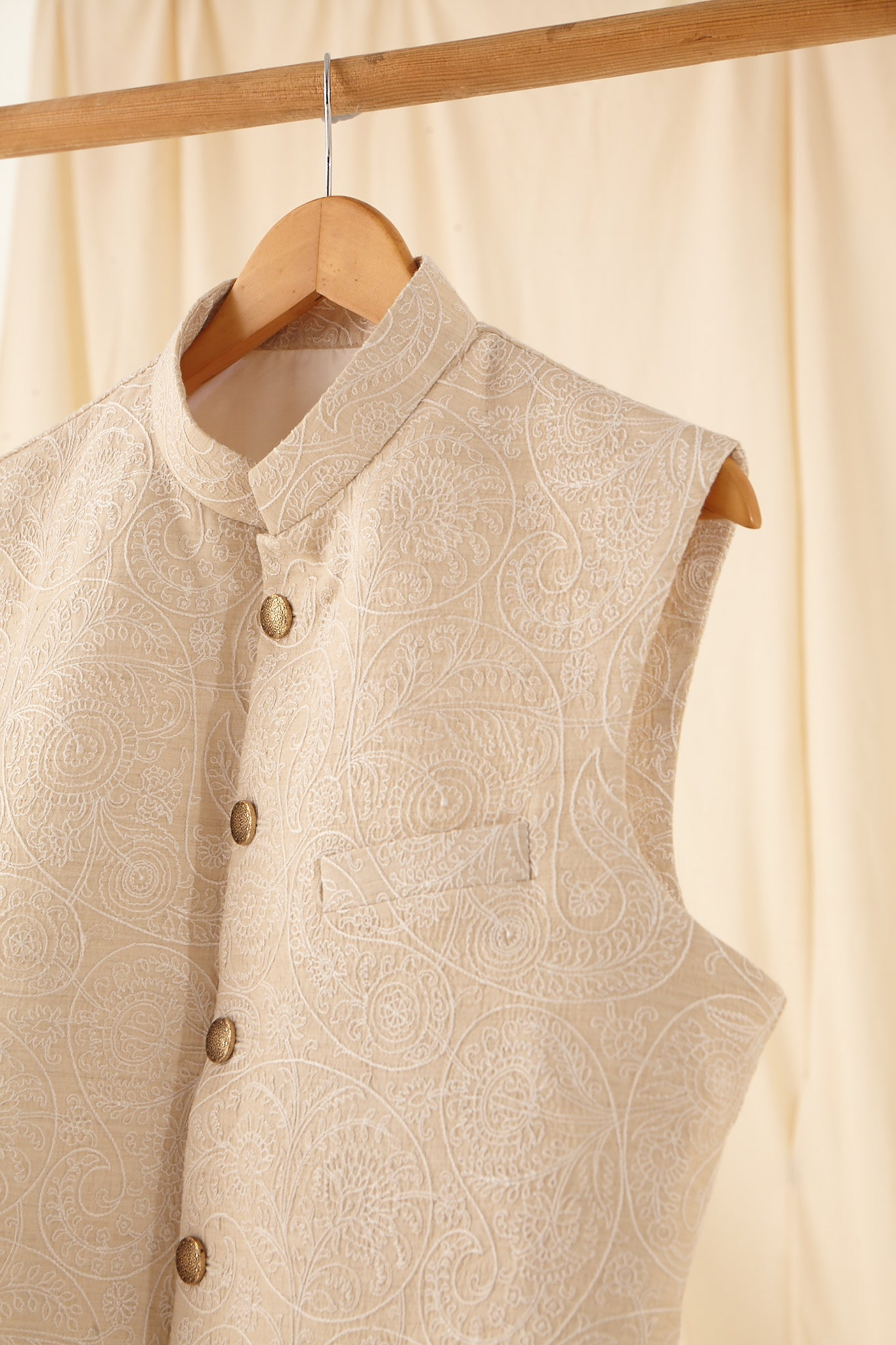 The Vintage Tussar Bandi with Tonal Threadwork
