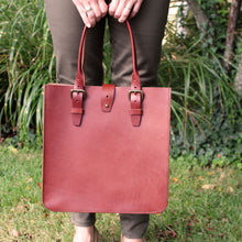 Load image into Gallery viewer, Steurer & Co., Madison Deluxe Tote, Steurer, SteurerJacoby, Vintage Leather Golfbag, Satchel, Handmade Leather Bags, Leather Tote