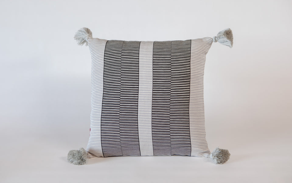 Peru Textil Luna Grid Pillow w/ single pompoms