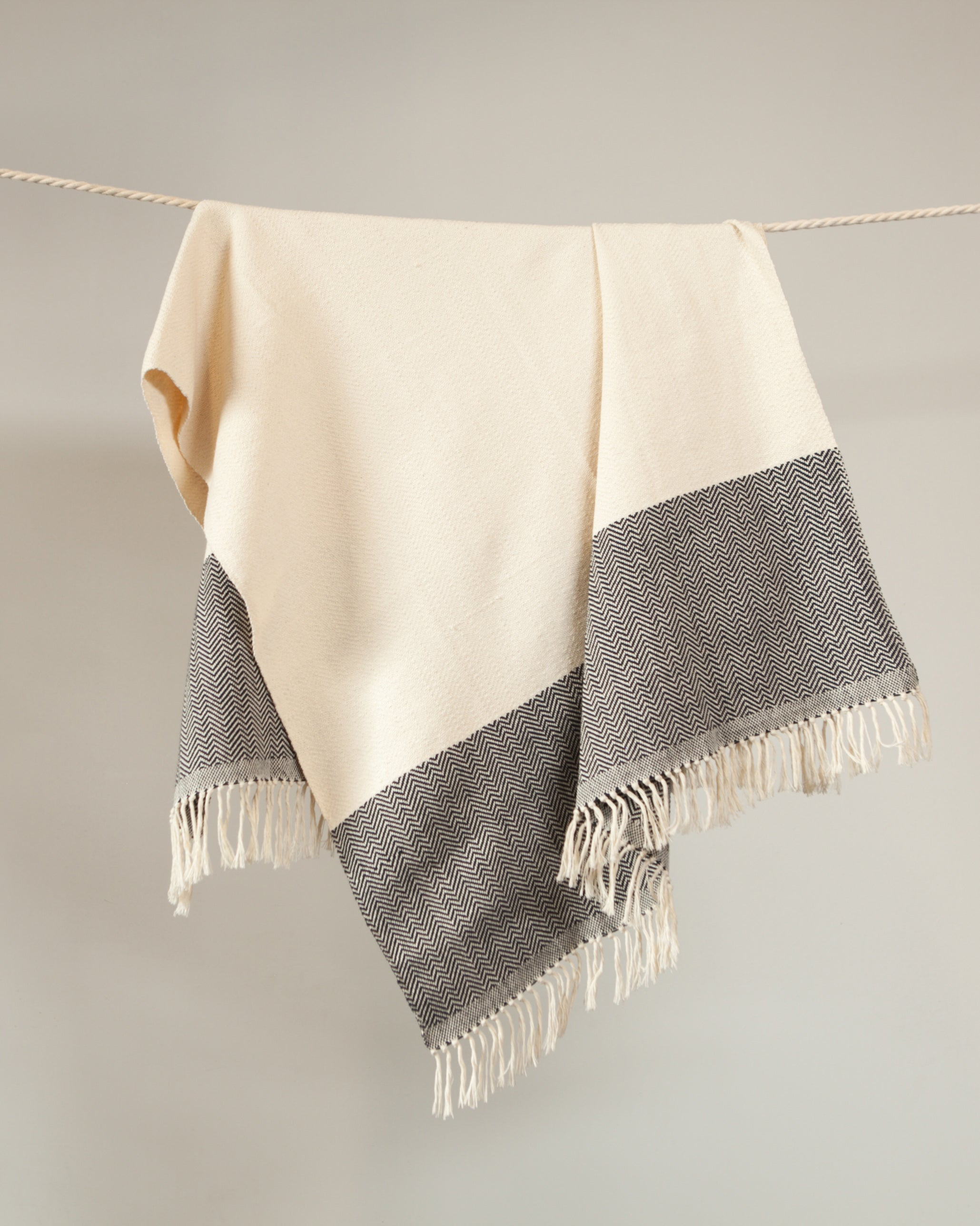 Amano Throw - Herringbone Hem