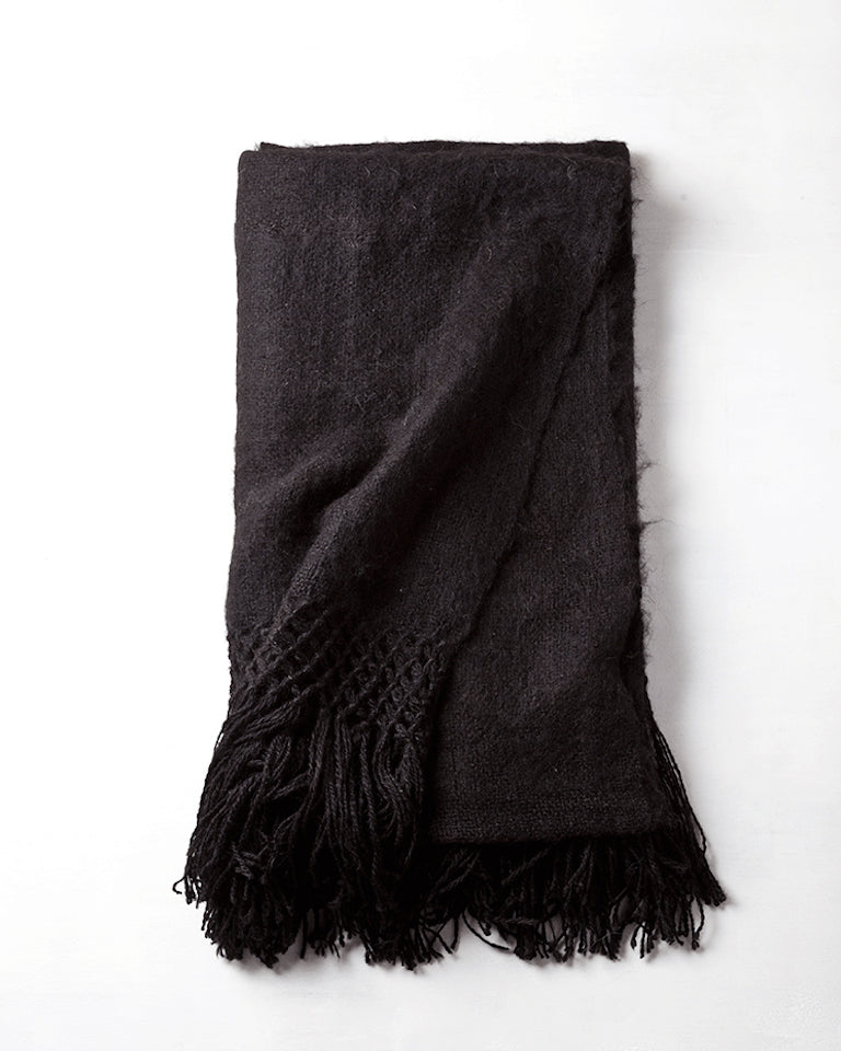 Awanay Llama Throw - Black