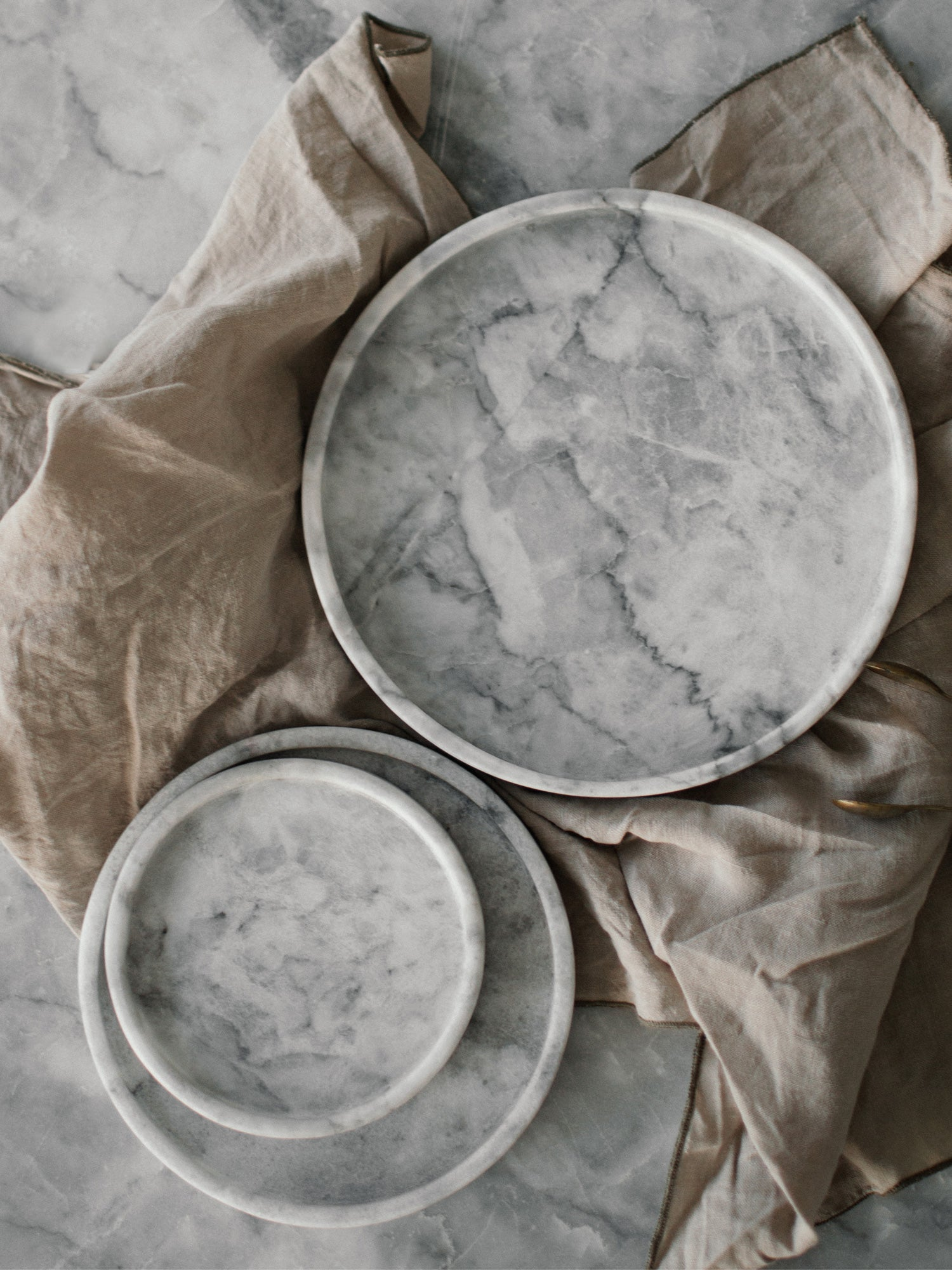 White marble plates trays