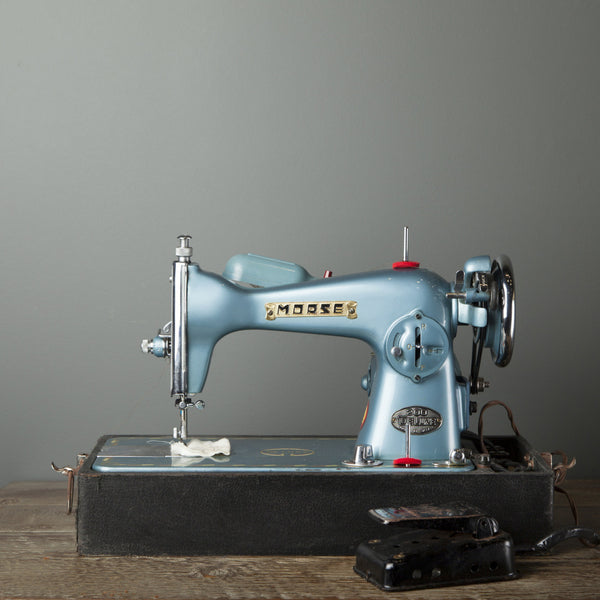 Vintage Portable Deluxe Morse Sewing Machine