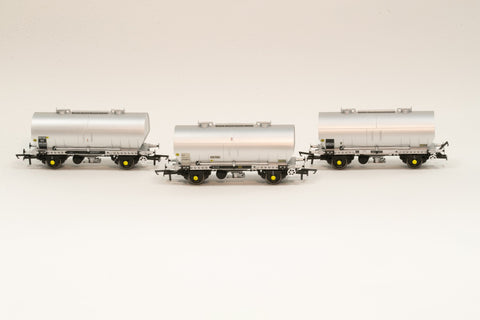 Accurascale 1067-PCV-J OO Gauge APCM Cemflo/PCV Powder Wagon Triple Pack J