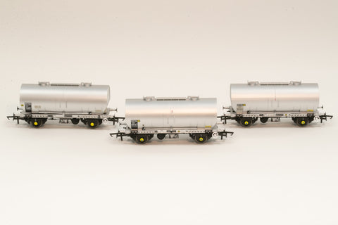 Accurascale 1068-PCV-K OO Gauge APCM Cemflo/PCV Powder Wagon Triple Pack K