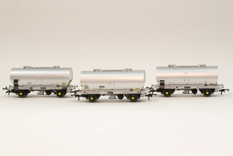 Accurascale 1069-PCV-L OO Gauge APCM Cemflo/PCV Powder Wagon Triple Pack L