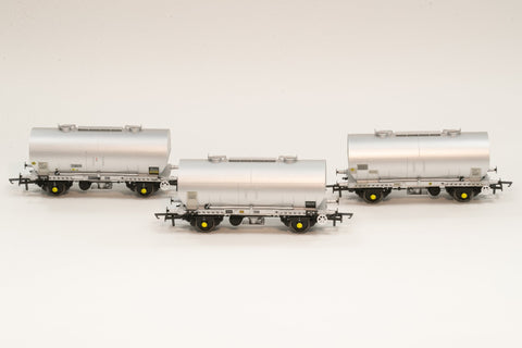 Accurascale 1070-PCV-M OO Gauge APCM Cemflo/PCV Powder Wagon Triple Pack M