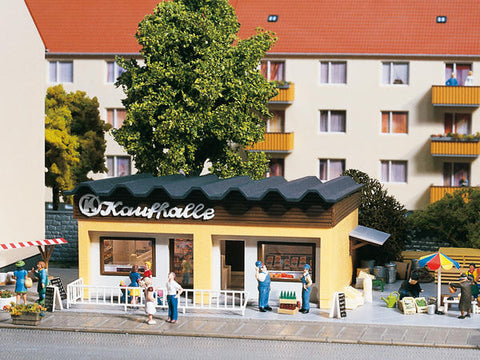 Auhagen 11406 HO Gauge Small Shopping Centre with Interior Plastic Kit