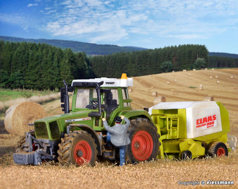 Kibri 12233 HO/OO Gauge Fendt Tractor with Attachments Kit