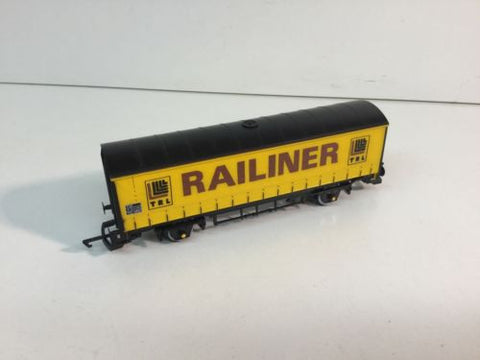 Hornby R043 OO Gauge BR Curtain Sided Van Railiner